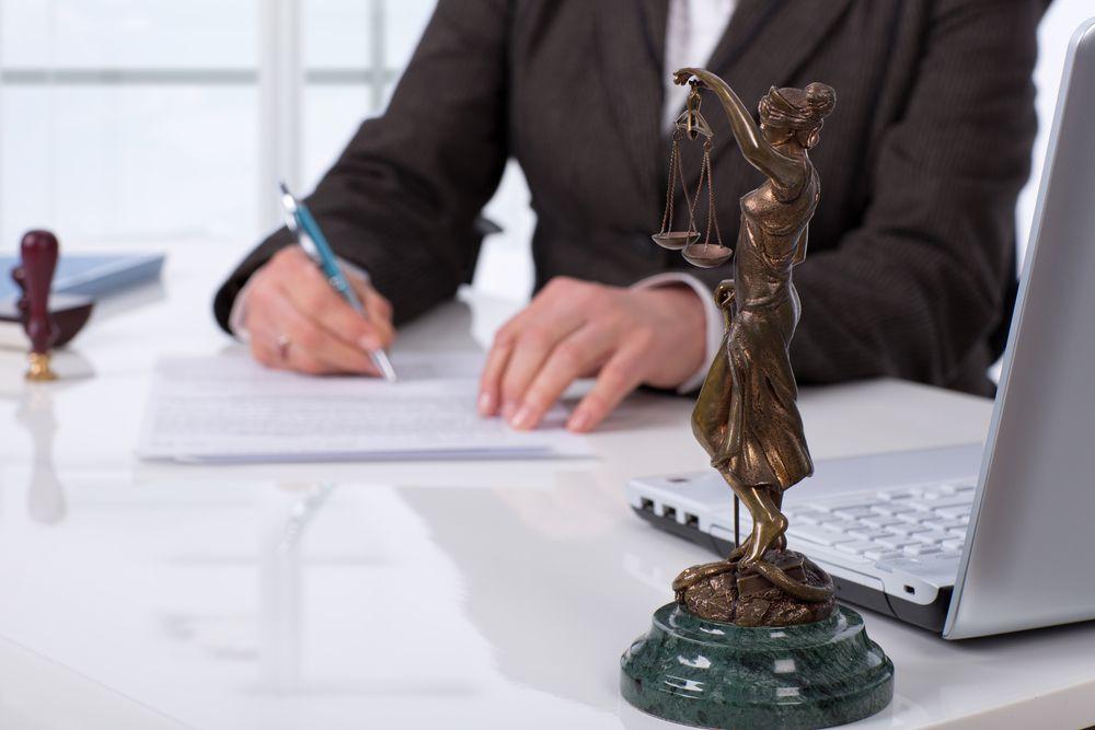 administradora com assistência jurídica